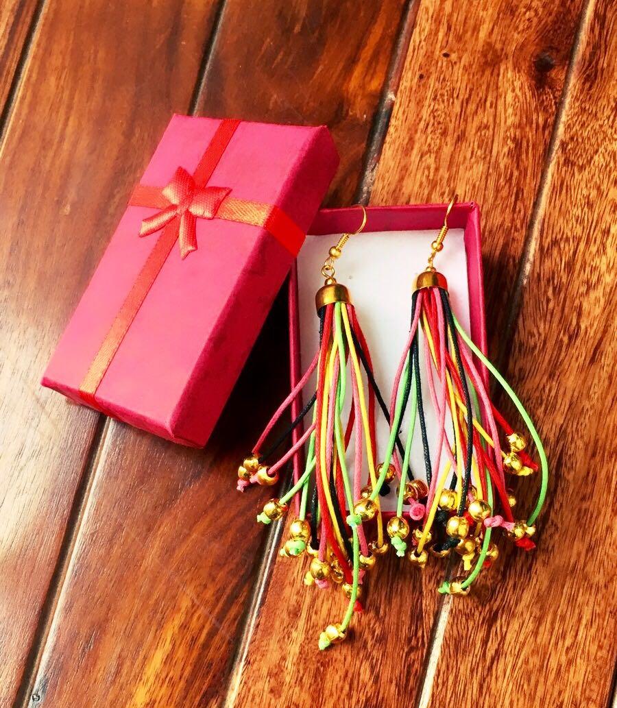 Long-Multicoloured-Strings-With-Golden-Beads-Earrings-01