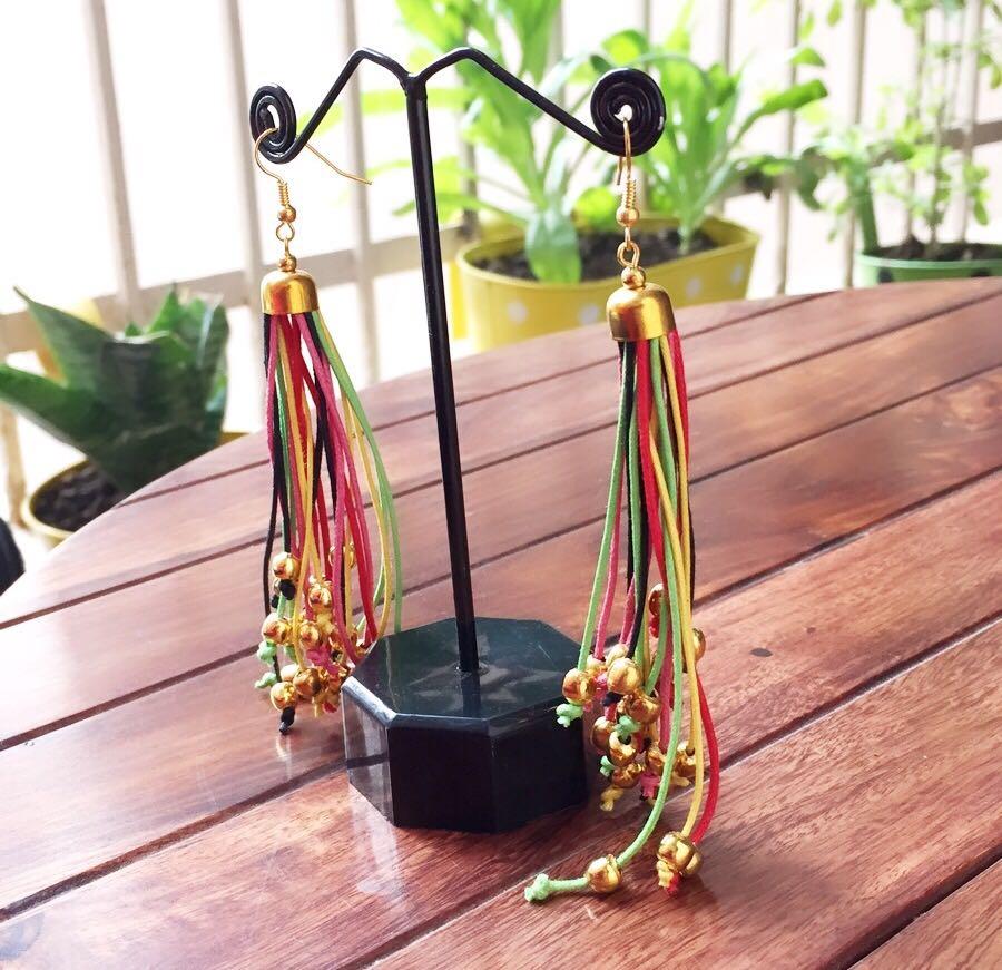Long-Multicoloured-Strings-With-Golden-Beads-Earrings-02