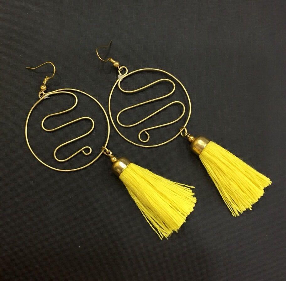 Metal Wire Yellow Tassel Earrings-01