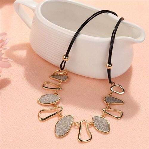 South-Korea-Golden-Silver-Necklace-02
