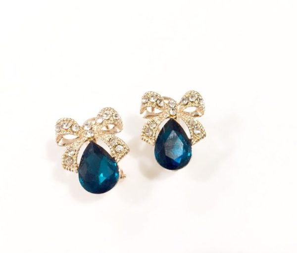 Blue-Drop-With-Golden-Bow-Party-Studs-02