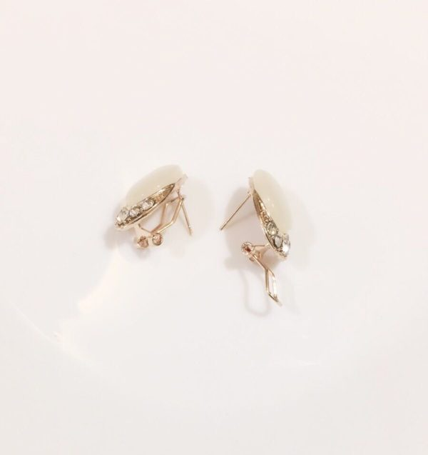 Drop-Shaped-Big-Stone-Party-Stud-Earrings-White-01