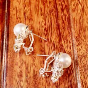 Fashionable-White-Pearl-Stones-Stud-Earrings-02