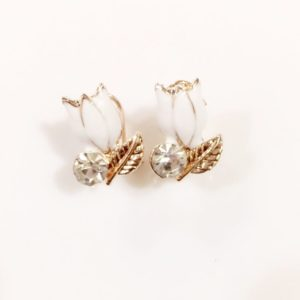 Floral-Party-Stud_Earrings-White-Lotus-02