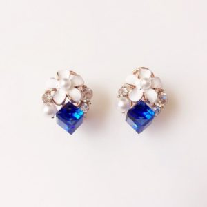 Floral-With-Crystal-Cube-Stud-Earring-Blue-02