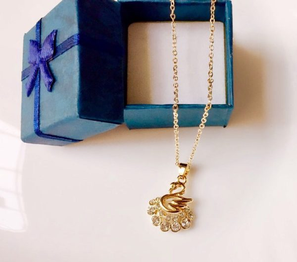 Golden-Swan-Pendant-Necklace-01