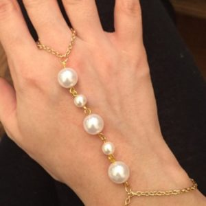 Hand-Bracelets-Accessory-Pearl-White-01