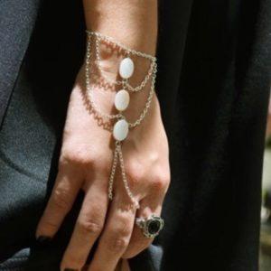 Hand-Bracelets-Accessory-White-01