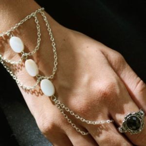 Hand-Bracelets-Accessory-White-02