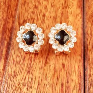 Round-Flower-With-White-Stones-Black-Center-01
