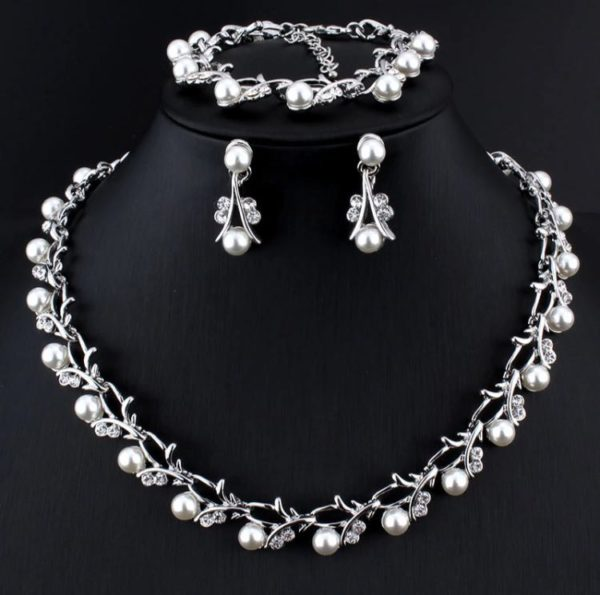 Simulated-White-Pearl-Necklace-Set-Silver-01