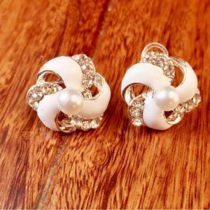 Trendy-White-Floral--Stud-Earrings-01