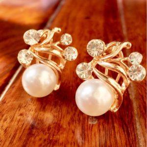 Trendy-White-Pearl-Stones-Stud-Earrings-01