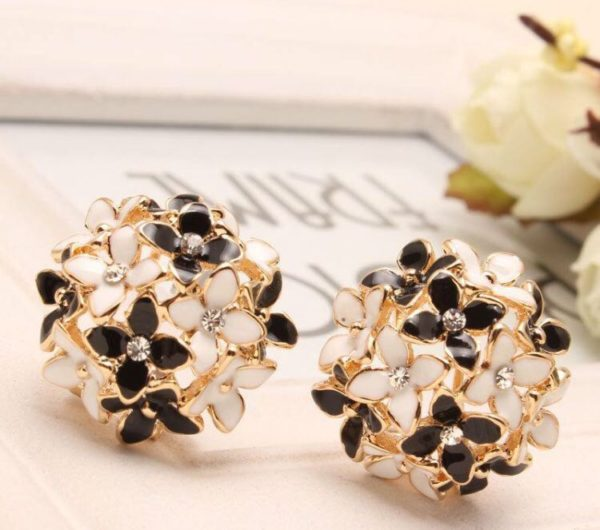 All-Floral-Stud-Earrings-With-Rhinestones-01