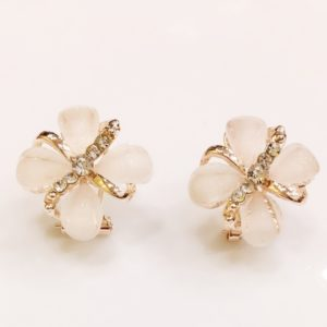 Floral-Party-Stud_Earrings-Four-Petals-03