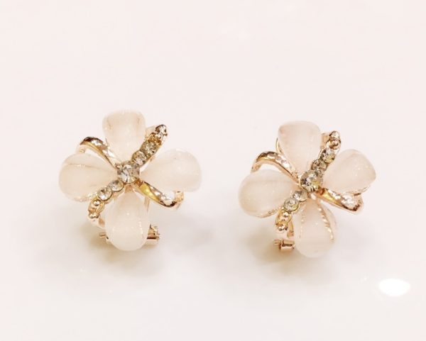 Floral-Party-Stud_Earrings-Four-Petals-03