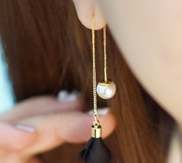 Long-Chain-Two-Side-Floral-Pearl-Earrings-Black-01