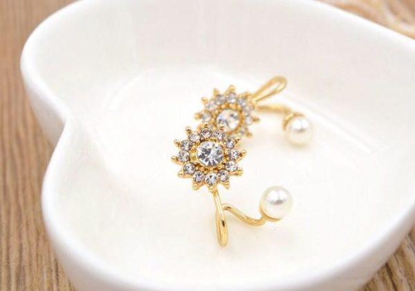 Floral-Rhinestone-With-Pearl-Stud-Earrings-02