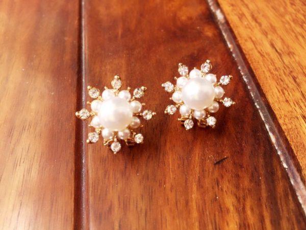 Round-Floral-Pearls-Rhinestones-Party-Stud-Earrings-01