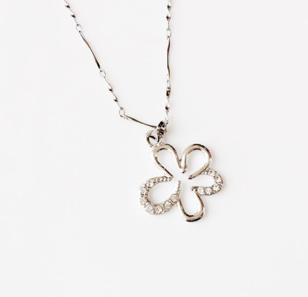 Silver-Flower-With-Rhinestones-Pendant-Chain-Necklace-01
