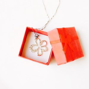 Silver-Flower-With-Rhinestones-Pendant-Chain-Necklace-02