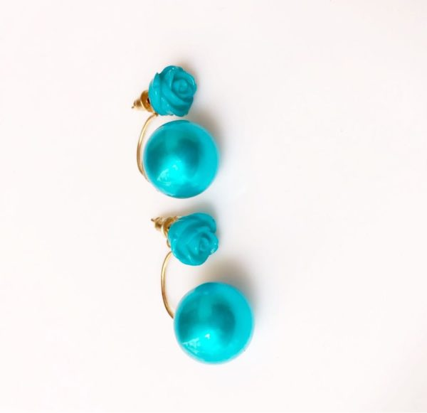 rose-stud-earrings-with-big-shiny-pearl-blue-01