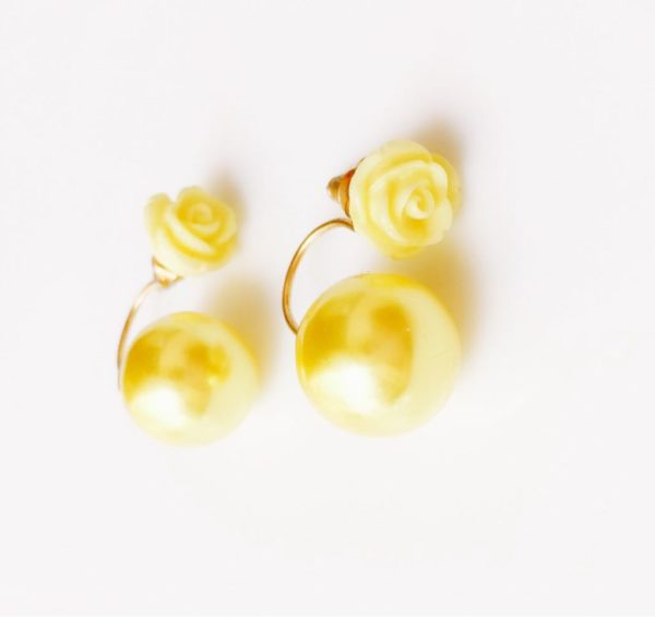 rose-stud-earrings-with-big-shiny-pearl-yellow-01